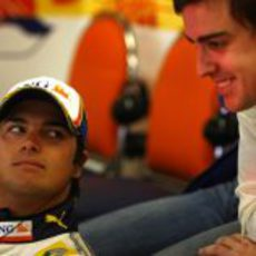 Nelsinho Piquet y Fernando Alonso