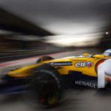 Fernando Alonso sale del garaje