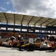Los Renault vuelven al garaje