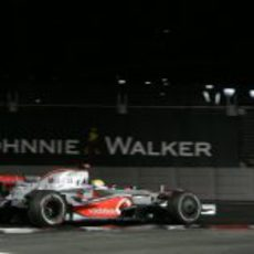 Hamilton apura las curvas