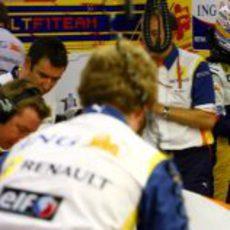 Alonso en boxes