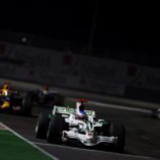 Button delante de Coulthard