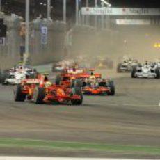 Massa es primero al llegar a la primera curva