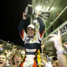 Alonso exhultante con su victoria