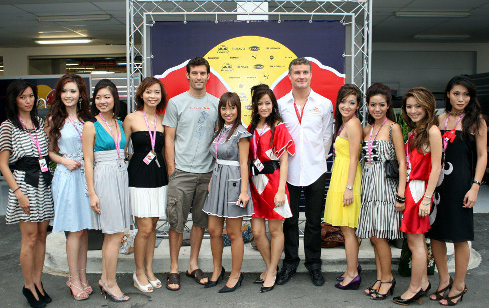 Coulthard, Webber y sus chicas