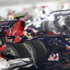 Vettel pugna con un Toyota