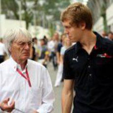 Vettel habla con Ecclestone