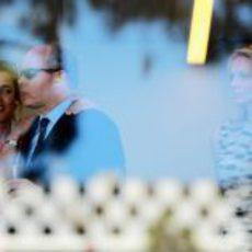 Charlotte Casiraghi, el Príncipe Alberto II y Charlene Wittstock viendo el GP de Mónaco 2011