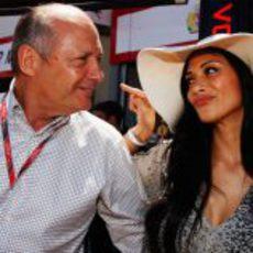 Ron Dennis y Nicole Scherzinger en el GP de Mónaco 2011