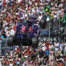 El Toro Rosso de Alguersuari vuela en el GP de Mónaco 2011