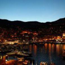 La ciudad de Mónaco por la noche