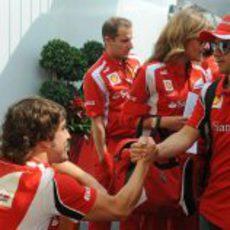Alonso y Massa se saludan a su llegada a Montreal