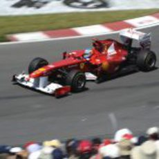 Fernando Alonso rueda en el GP de Canadá 2011