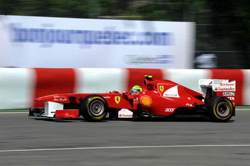 Felipe Massa pasa al lado del muro de los campeones de Canadá