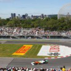 Nico Hülkenberg pasa por la horquilla del GP de Canadá 2011