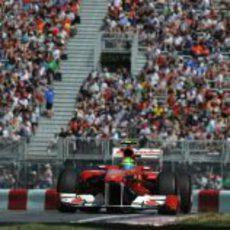 Felipe Massa y el público del GP de Canadá 2011
