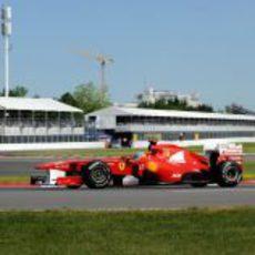Alonso durante los entrenamientos del viernes en el GP de Canadá 2011