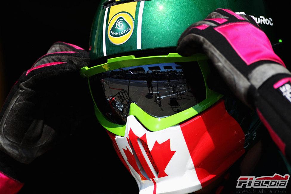 Nuevo casco para los mecánicos del Team Lotus en el GP de Canadá 2011