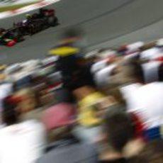 Petrov pilota sobre el asfalto canadiense en los entrenamientos libres