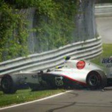 Accidente de De la Rosa en los libres 3 del GP de Canadá 2011