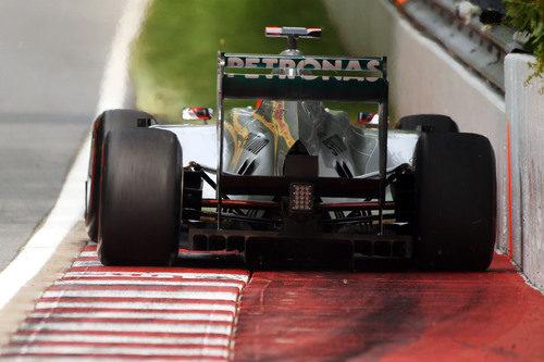 Schumacher pasa a centímetros del muro de los campeones de Canadá