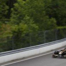 Heidfeld rueda junto a los muros del circuito Gilles Villeneuve