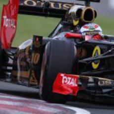 Vitaly Petrov encara una curva del circuito de Montreal