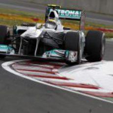 Rosberg pasa por la última chicane del circuito Gilles Villeneuve