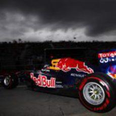 Vettel sale de boxes en un oscuro Gilles Villeneuve