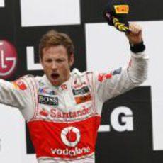 Button celebra con rabia su victoria en Montreal