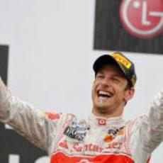 Jenson Button, feliz con su victoria en el GP de Canadá 2011
