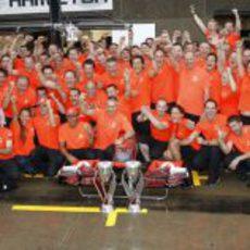 El equipo McLaren celebra su victoria en el GP de Canadá 2011