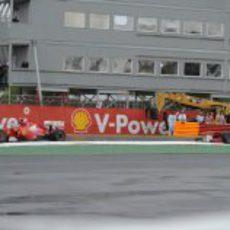Alonso perseguido por Massa en el GP de Canadá 2011