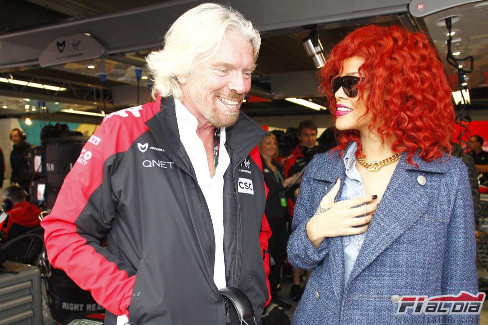 Richard Branson junto a Rihanna en el paddock de Canadá 2011