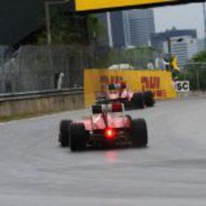 Los dos Ferrari en la carrera del GP de Canadá 2011