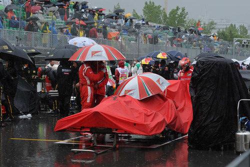 El Ferrari tapado en la parrilla del GP de Canadá 2011