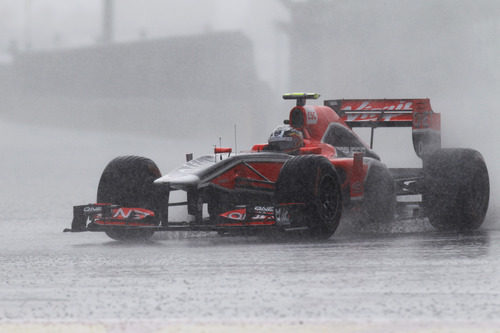 D'Ambrosio trata de pilotar bajo una lluvia torrencial en Canadá 2011