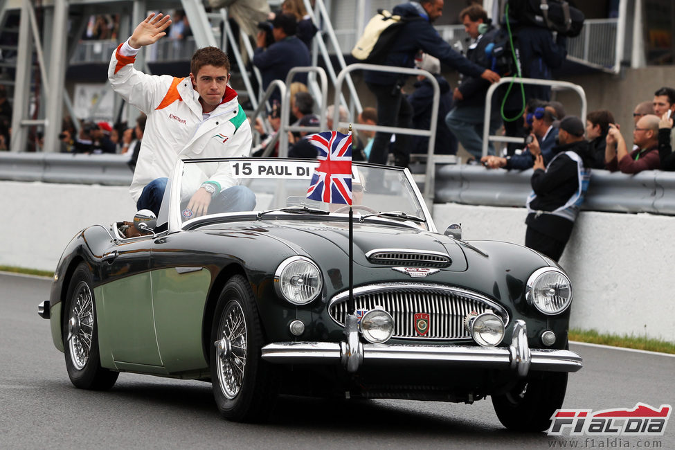 Paul di Resta saluda al público del GP de Canadá 2011