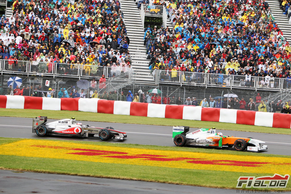 Di Resta es perseguido por Button en Canadá 2011