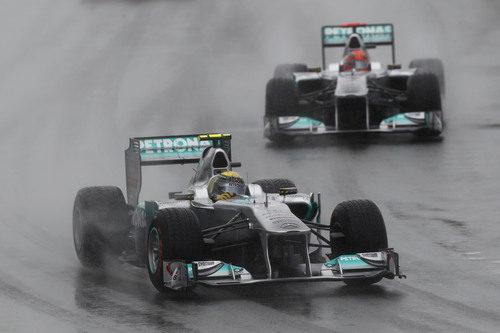 Los pilotos de Mercedes sobre el mojado asfalto de Canadá 2011