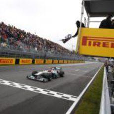 Schumacher cruza la meta de Canadá 2011 en cuarta posición