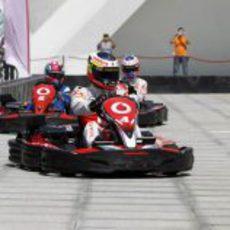 Pedro de la Rosa al frente en el circuito de karts en Valencia