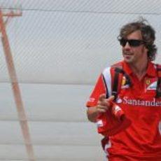 Fernando Alonso sin su gorra en el VSC