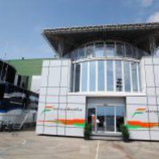 El 'motorhome' de Force India en Valencia