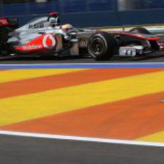 Lewis Hamilton rueda en el Valencia Street Circuit