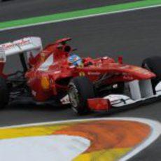 Fernando Alonso rueda en el GP de Europa 2011