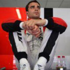 D'Ambrosio sentado en su box en el GP de Europa 2011