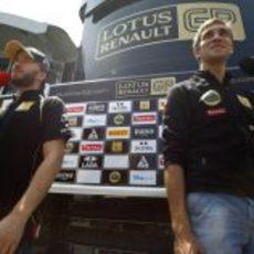 Heidfeld y Petrov atienen a los medios en Valencia