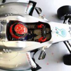 Schumacher en el interior de su garaje en Valencia