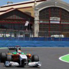 Sutil rueda con el Force India en la clasificación del GP de Europa 2011